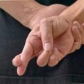 croiser les doigts